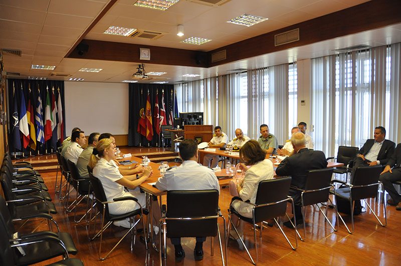 Mr. Vitsas meets Greek personnel stationed in Portugal